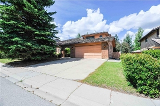 Main Photo: 48 OAKMOUNT Way SW in Calgary: Oakridge House for sale : MLS(r) # C4123202