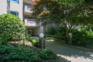 "Main Photo: 207 975 W 13TH Avenue in Vancouver: Fairview VW Condo for sale in ""OAKMONT"" (Vancouver West)  : MLS® # R2196147"
