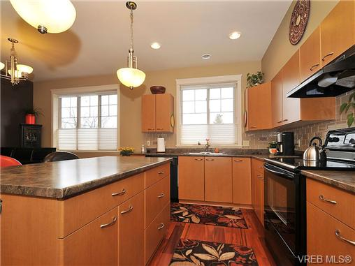 Photo 7: 108 2920 Phipps Road in VICTORIA: La Langford Proper Townhouse for sale (Langford)  : MLS(r) # 333970