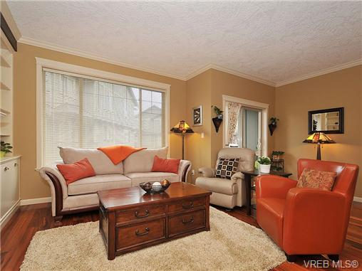 Photo 2: 108 2920 Phipps Road in VICTORIA: La Langford Proper Townhouse for sale (Langford)  : MLS(r) # 333970