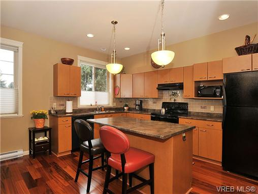 Photo 6: 108 2920 Phipps Road in VICTORIA: La Langford Proper Townhouse for sale (Langford)  : MLS(r) # 333970