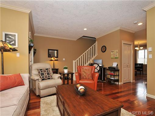 Photo 4: 108 2920 Phipps Road in VICTORIA: La Langford Proper Townhouse for sale (Langford)  : MLS(r) # 333970