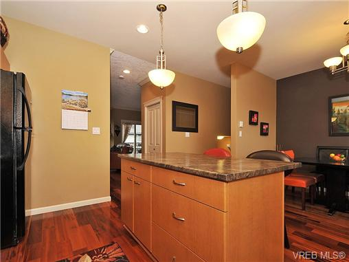 Photo 8: 108 2920 Phipps Road in VICTORIA: La Langford Proper Townhouse for sale (Langford)  : MLS(r) # 333970