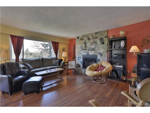 Photo 3: 4094 Torquay Drive in VICTORIA: SE Mt Doug Single Family Detached for sale (Saanich East)  : MLS(r) # 334852