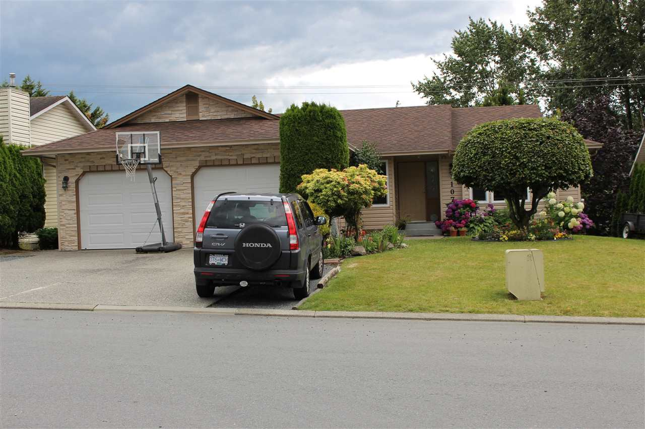 Main Photo: 31074 CREEKSIDE Drive in Abbotsford: Abbotsford West House for sale : MLS®# R2089372
