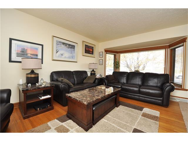 Photo 11: 2407 52 Avenue SW in Calgary: North Glenmore Park House for sale : MLS® # C4087732