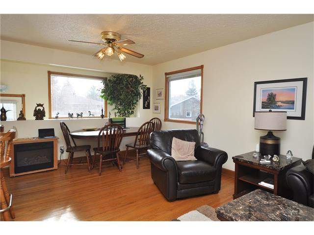 Photo 9: 2407 52 Avenue SW in Calgary: North Glenmore Park House for sale : MLS® # C4087732
