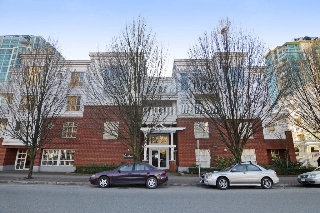 "Main Photo: 212 147 E 1ST Street in North Vancouver: Lower Lonsdale Condo for sale in ""The Coronado"" : MLS® # R2136630"