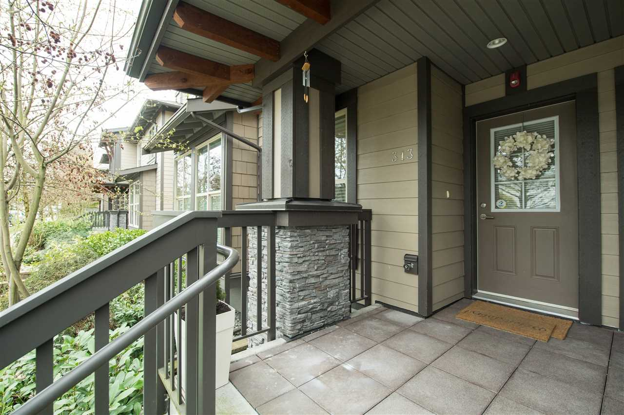 "Main Photo: 313 E 15TH Street in North Vancouver: Central Lonsdale Townhouse for sale in ""Avondale"" : MLS(r) # R2154443"