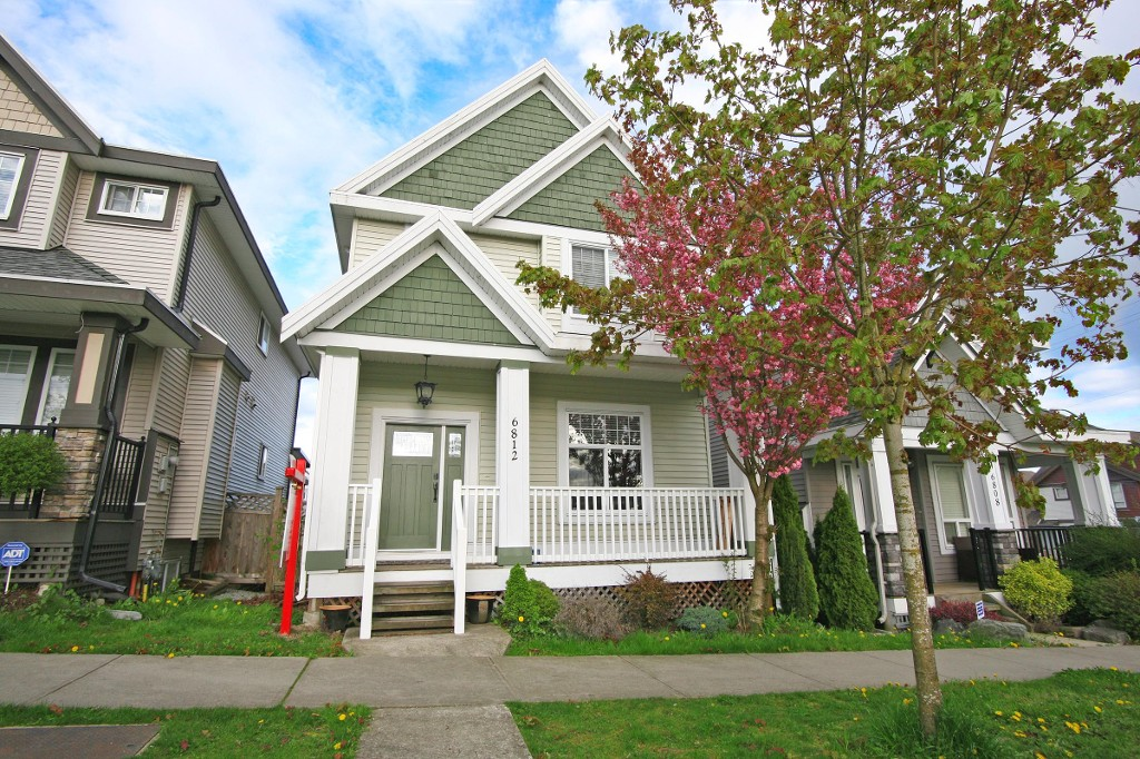 "Main Photo: 6812 195A Street in Surrey: Clayton House for sale in ""CLAYTON HEIGHTS"" (Cloverdale)  : MLS(r) # R2159629"