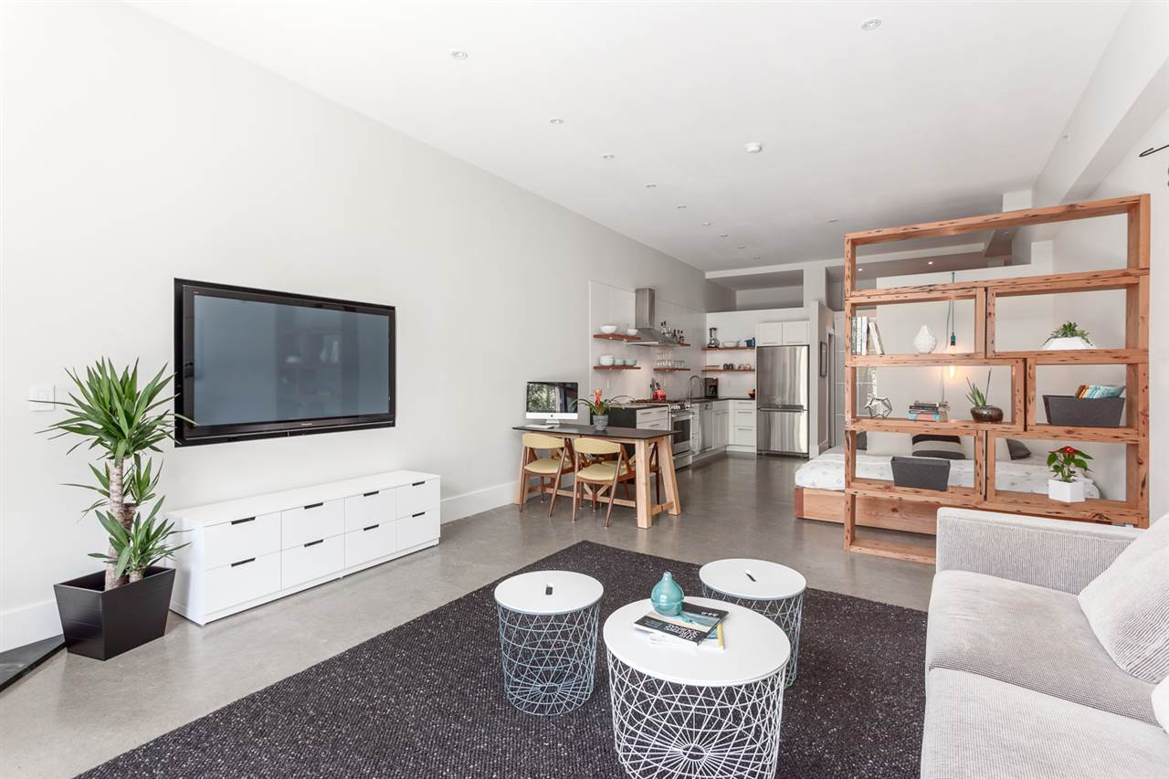 "Main Photo: 18 2156 W 12TH Avenue in Vancouver: Kitsilano Condo for sale in ""THE METRO"" (Vancouver West)  : MLS® # R2177660"