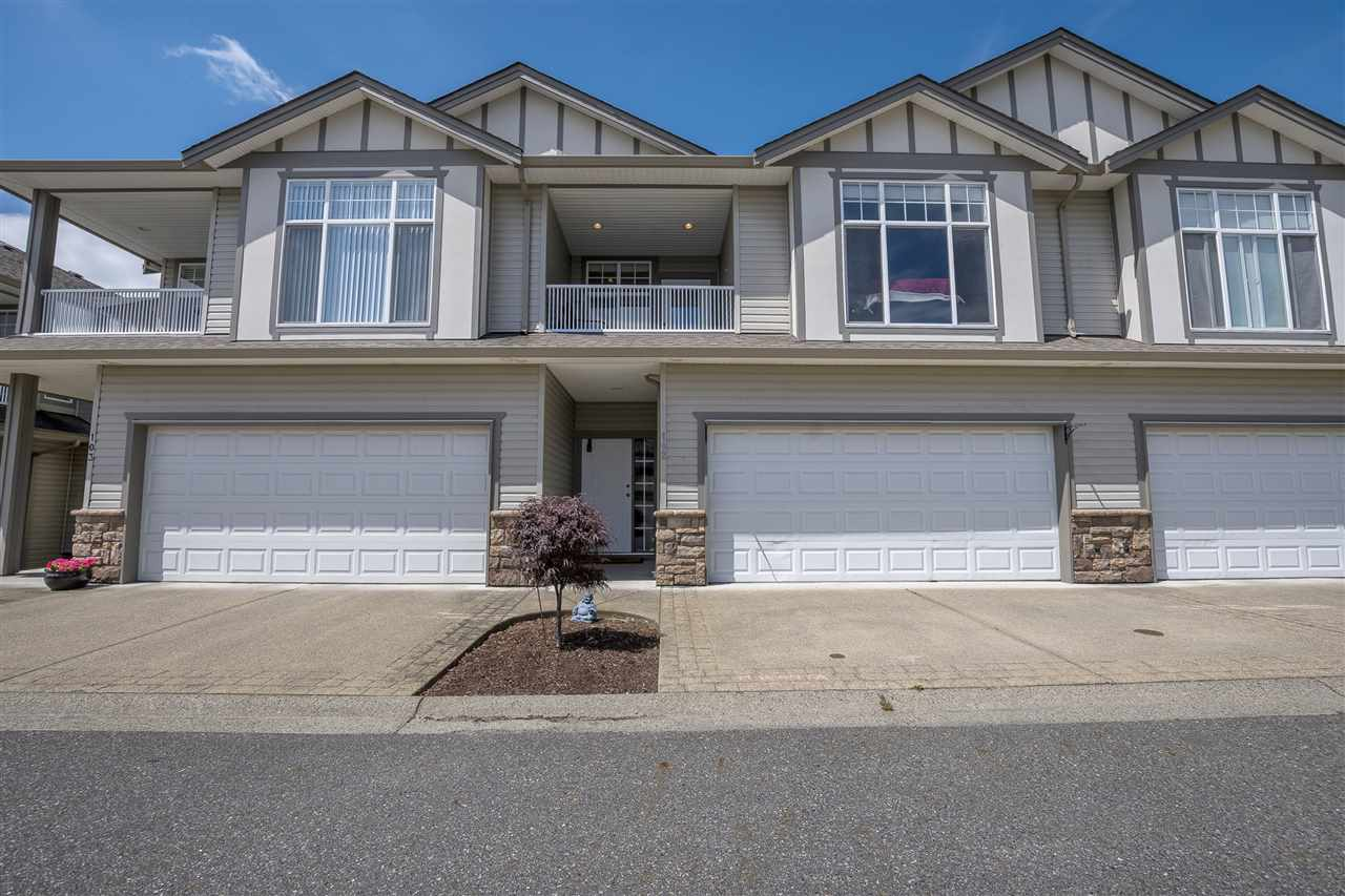 "Main Photo: 102 8590 SUNRISE Drive in Chilliwack: Chilliwack Mountain Townhouse for sale in ""MAPLE HILLS"" : MLS® # R2181463"