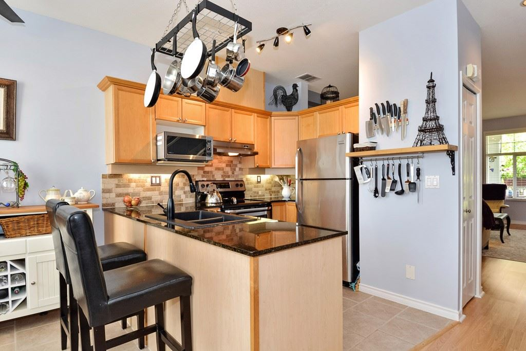 "Photo 6: 70 14877 58 Avenue in Surrey: Sullivan Station Townhouse for sale in ""REDMILL"" : MLS® # R2201241"