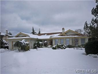 Main Photo: 4755 Elliot Place in VICTORIA: SE Sunnymead Single Family Detached for sale (Saanich East)  : MLS® # 303299
