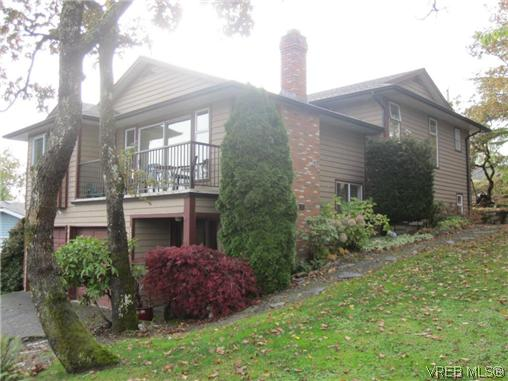 Main Photo: 1143 McBriar Avenue in VICTORIA: SE Lake Hill Residential for sale (Saanich East)  : MLS(r) # 318024