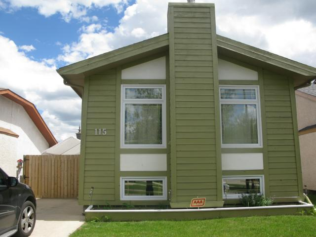Main Photo: 115 Bender Bay in WINNIPEG: Maples / Tyndall Park Single Family Detached for sale (North West Winnipeg)  : MLS® # 1314233