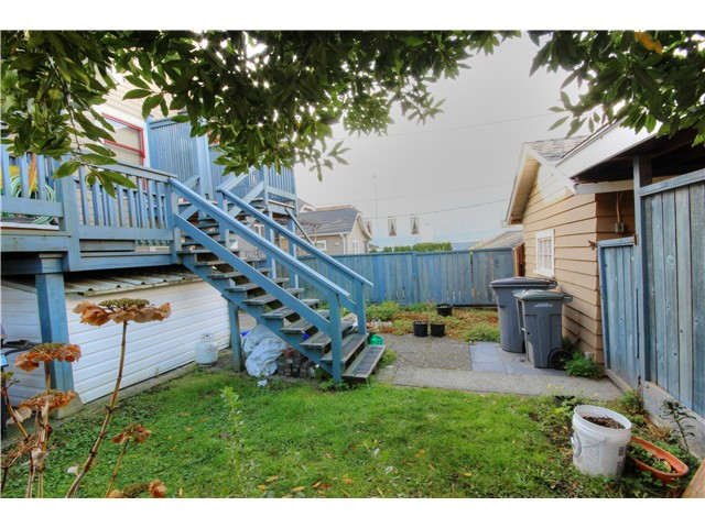 Photo 17: 2637 E PENDER Street in Vancouver: Renfrew VE House for sale (Vancouver East)  : MLS(r) # V1037356