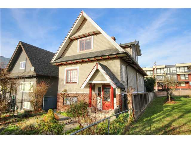 Main Photo: 2637 E PENDER Street in Vancouver: Renfrew VE House for sale (Vancouver East)  : MLS(r) # V1037356