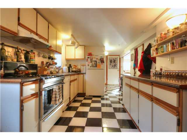 Photo 2: 2637 E PENDER Street in Vancouver: Renfrew VE House for sale (Vancouver East)  : MLS(r) # V1037356