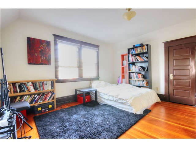 Photo 15: 2637 E PENDER Street in Vancouver: Renfrew VE House for sale (Vancouver East)  : MLS(r) # V1037356