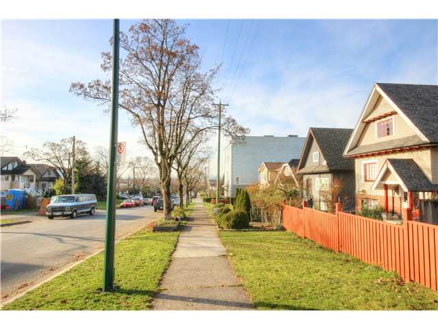 Photo 16: 2637 E PENDER Street in Vancouver: Renfrew VE House for sale (Vancouver East)  : MLS(r) # V1037356