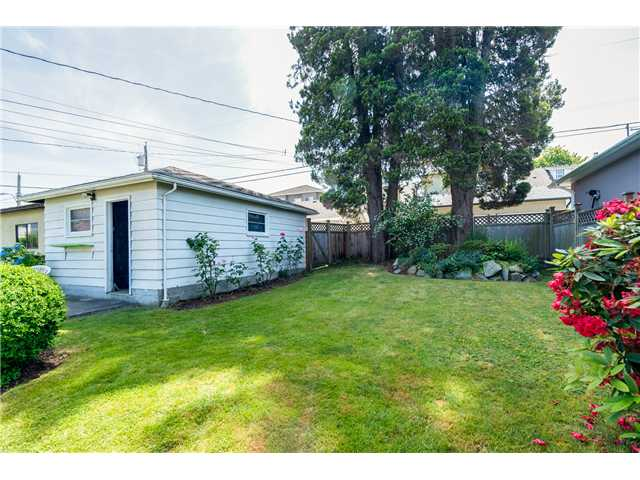 "Photo 14: 2714 E 3RD Avenue in Vancouver: Renfrew VE House for sale in ""RENFREW"" (Vancouver East)  : MLS® # V1127562"