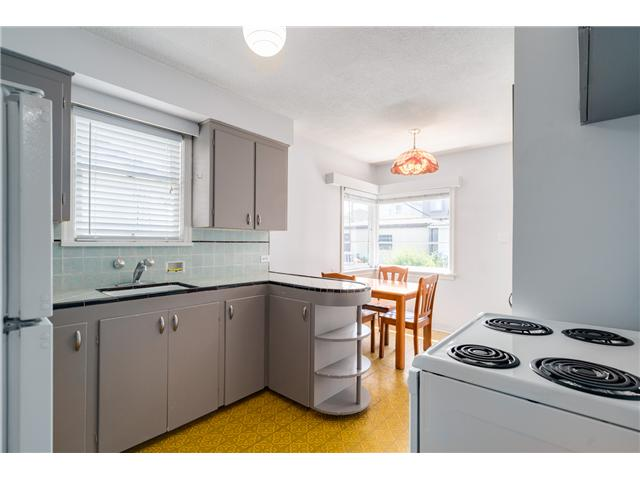 "Photo 4: 2714 E 3RD Avenue in Vancouver: Renfrew VE House for sale in ""RENFREW"" (Vancouver East)  : MLS® # V1127562"