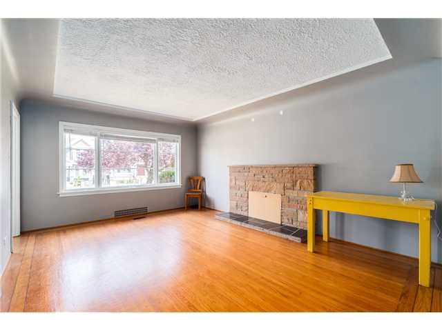"Photo 2: 2714 E 3RD Avenue in Vancouver: Renfrew VE House for sale in ""RENFREW"" (Vancouver East)  : MLS® # V1127562"