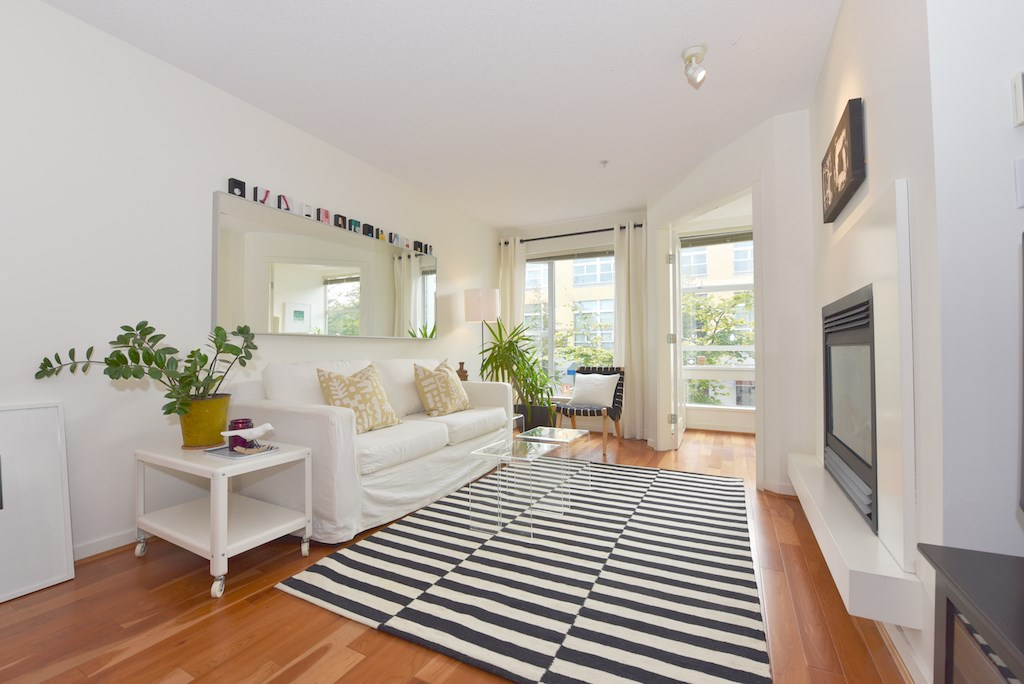 "Photo 2: 208 2768 CRANBERRY Drive in Vancouver: Kitsilano Condo for sale in ""ZYDECO"" (Vancouver West)  : MLS(r) # R2000428"
