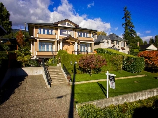 Main Photo: 2135 PALMERSTON Avenue in West Vancouver: Queens House for sale : MLS® # R2011341