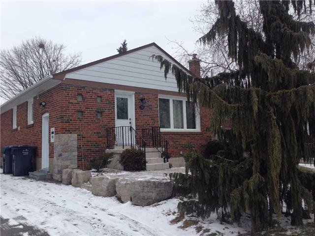 Main Photo: 18 Eastern Avenue in Brampton: Bram East House (Bungalow) for lease : MLS(r) # W3398844
