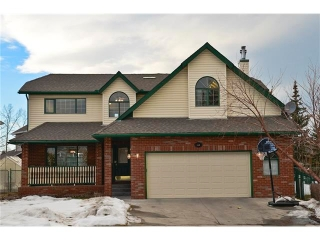 Main Photo: 124 WOODPARK Circle SW in Calgary: Woodlands House for sale : MLS(r) # C4047863
