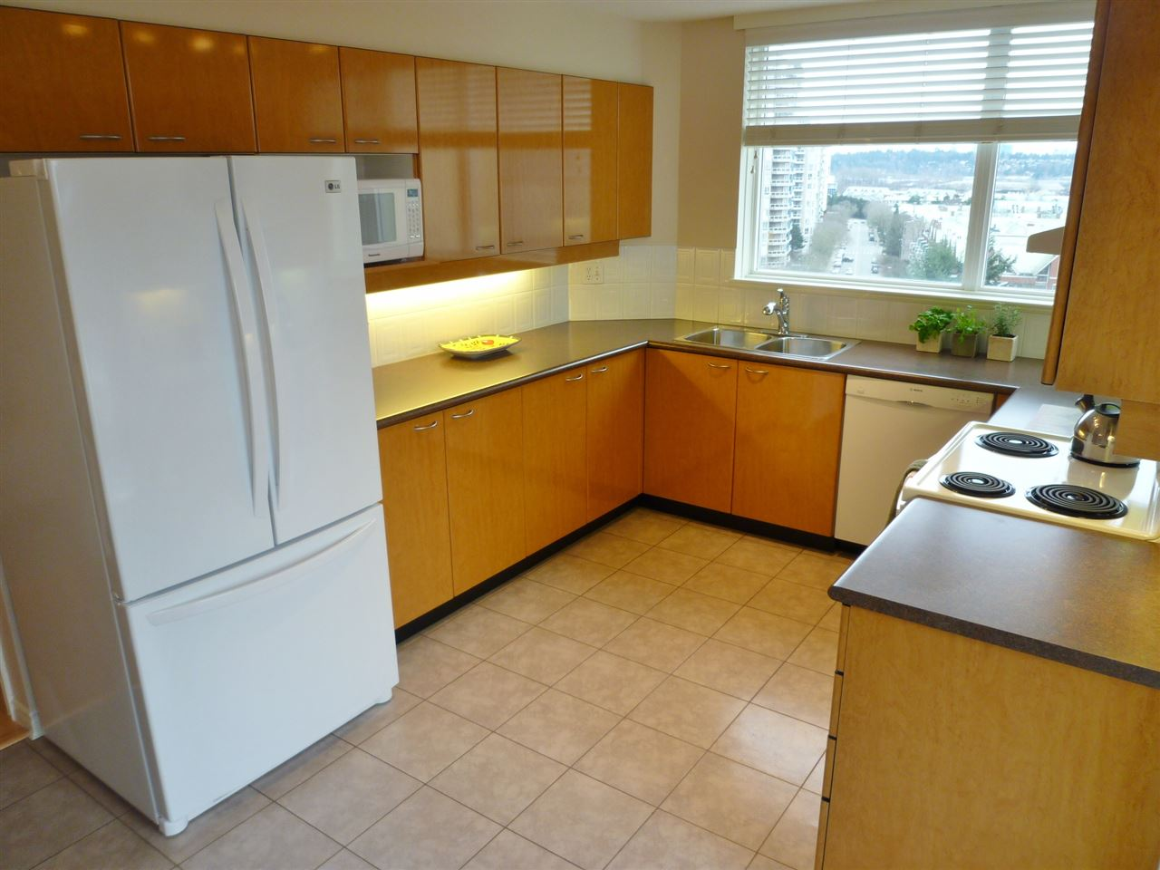 "Photo 2: 1001 10 LAGUNA Court in New Westminster: Quay Condo for sale in ""LAGUNA LANDING"" : MLS(r) # R2037865"