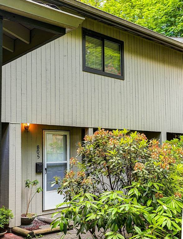 Photo 2: 805 ALEXANDER Bay in Port Moody: North Shore Pt Moody Townhouse for sale : MLS® # R2076005