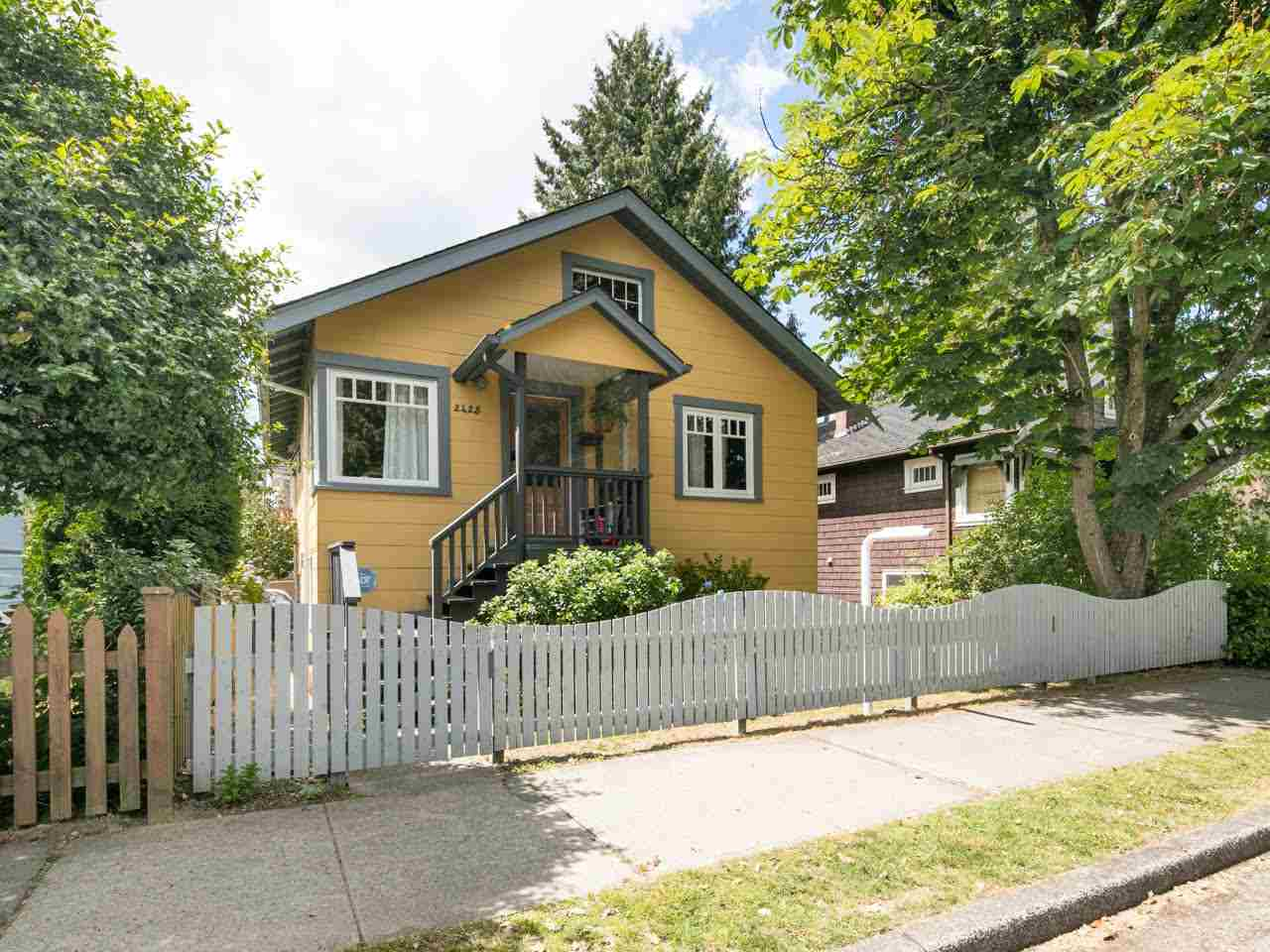 Photo 1: 2425 TRUTCH Street in Vancouver: Kitsilano House for sale (Vancouver West)  : MLS(r) # R2079999