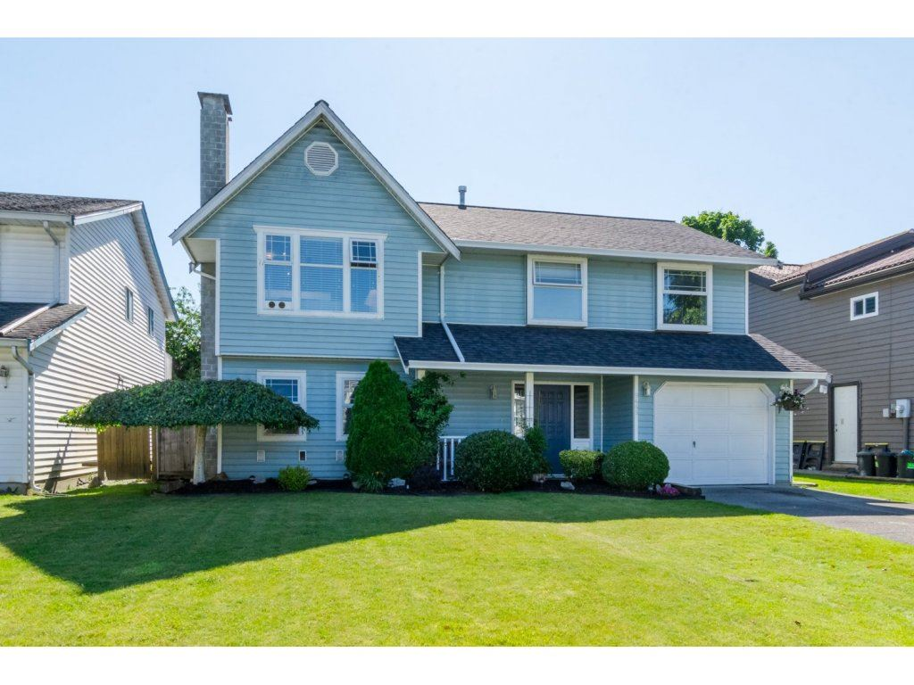 "Main Photo: 9468 209B Crescent in Langley: Walnut Grove House for sale in ""WALNUT GROVE"" : MLS® # R2081348"