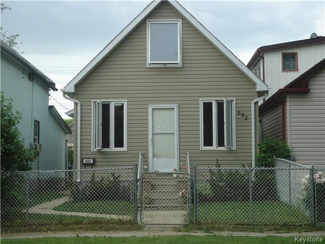 Main Photo: 682 Pritchard Avenue in Winnipeg: North End Residential for sale (North West Winnipeg)  : MLS® # 1615410