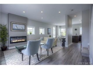 Main Photo: 102 2737 Jacklin Road in VICTORIA: La Langford Proper Townhouse for sale (Langford)  : MLS® # 367868