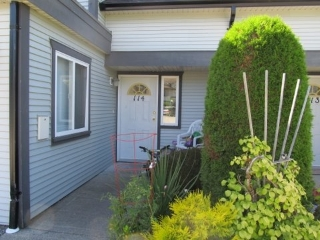 "Main Photo: 114 5711 EBBTIDE Street in Sechelt: Sechelt District Townhouse for sale in ""EBBTIDE PLACE"" (Sunshine Coast)  : MLS® # R2095959"