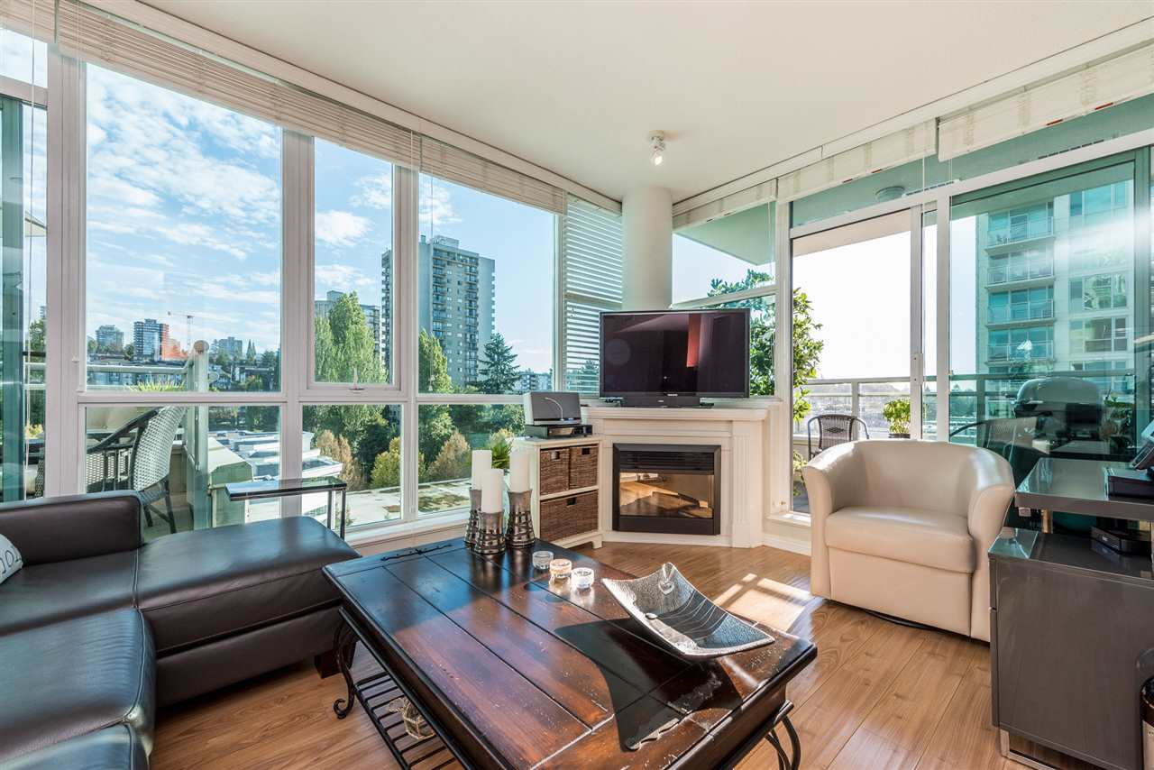 "Main Photo: 903 168 E ESPLANADE Street in North Vancouver: Lower Lonsdale Condo for sale in ""ESPLANADE WEST AT THE PIER"" : MLS® # R2111984"