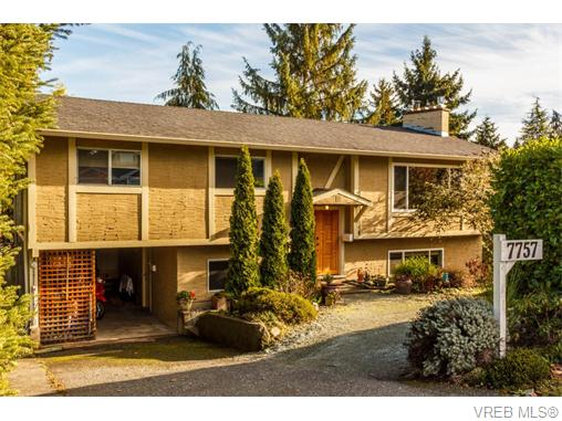 Main Photo: 7757 Wallace Drive in SAANICHTON: CS Saanichton Single Family Detached for sale (Central Saanich)  : MLS®# 371646