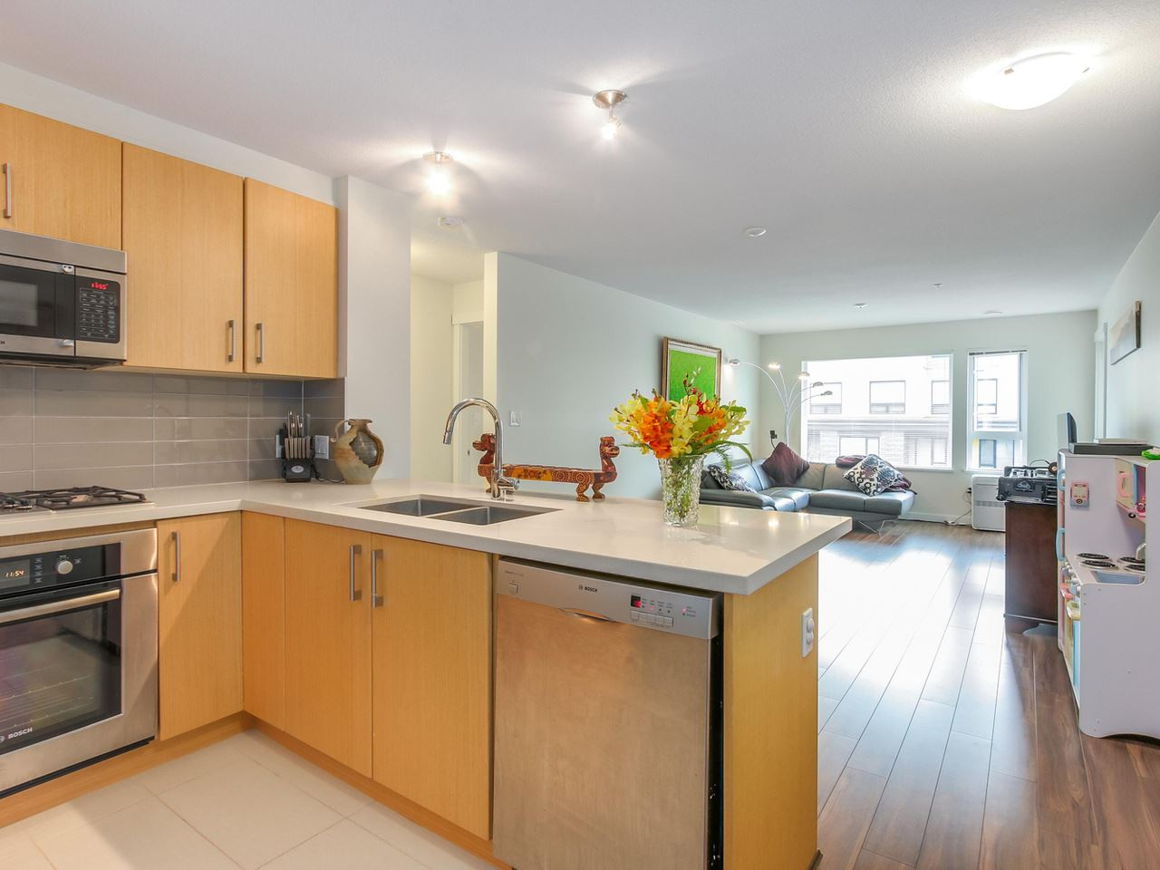 Photo 5: 313 3133 RIVERWALK Avenue in Vancouver: Champlain Heights Condo for sale (Vancouver East)  : MLS(r) # R2121189