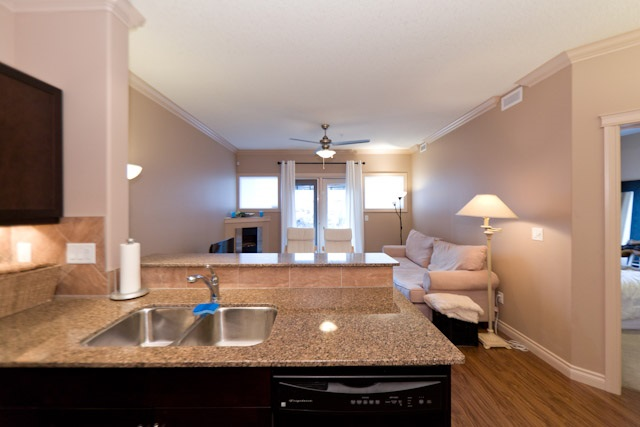 Photo 4: 134 10121 80 Avenue in Edmonton: Zone 17 Condo for sale : MLS(r) # E4043902