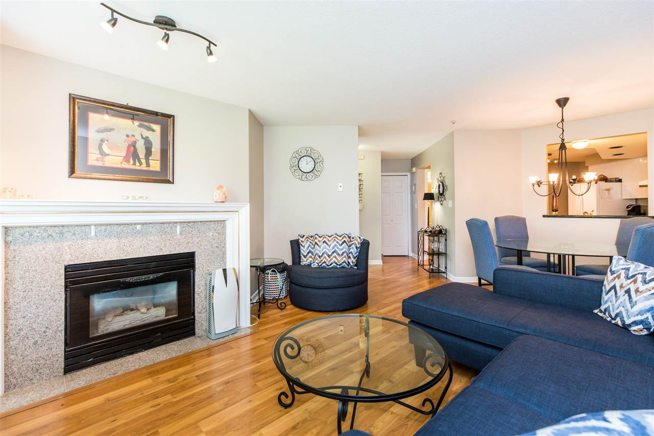 Photo 4: 104W 3061 GLEN Drive in Coquitlam: North Coquitlam Townhouse for sale : MLS® # R2174767
