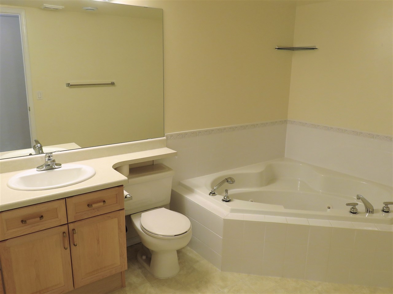 Here is the Basement full 5pc Bathroom! Note the corner Jacuzzi Tub & it has a Shower Wand too! :)