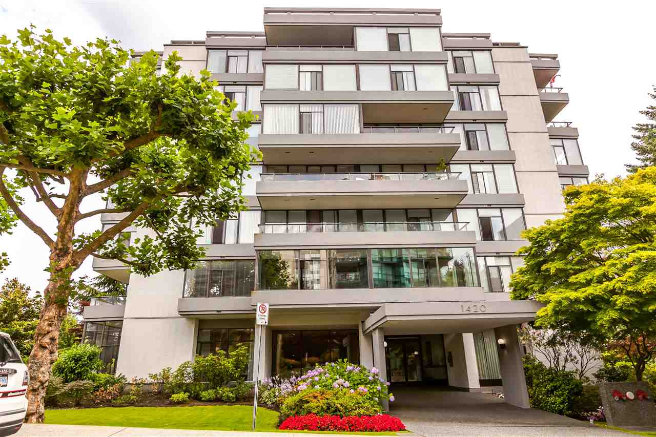 "Main Photo: 115 1420 DUCHESS Avenue in West Vancouver: Ambleside Condo for sale in ""The Westerlies"" : MLS®# R2187312"