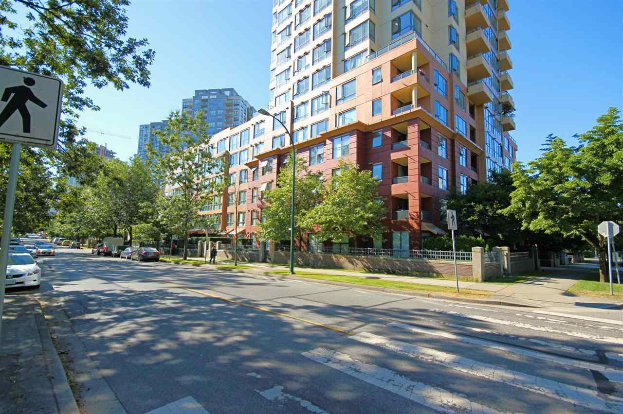"Main Photo: 106 3588 VANNESS Avenue in Vancouver: Collingwood VE Condo for sale in ""EMERALD PARK PLACE"" (Vancouver East)  : MLS® # R2193334"