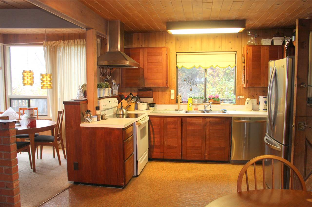 "Photo 9: Photos: 2027 CASSIDY Road: Roberts Creek House for sale in ""CLOSE TO CAMP BYNG"" (Sunshine Coast)  : MLS®# R2223864"
