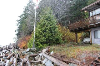 "Main Photo: 2027 CASSIDY Road: Roberts Creek House for sale in ""CLOSE TO CAMP BYNG"" (Sunshine Coast)  : MLS® # R2223864"