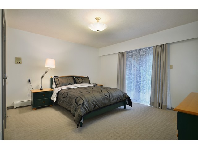 Photo 6: 6246 GILLEY Avenue in Burnaby: Upper Deer Lake House for sale (Burnaby South)  : MLS(r) # V976641
